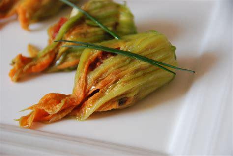 comment cuisiner les fleurs de courgettes fleurs de courgettes farcies blogs de cuisine