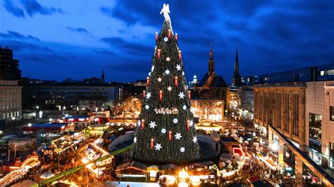 world best christmas city where is the world s largest tree citymetric