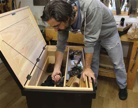 chris schwarz woodworking 12 for tool chests popular woodworking magazine