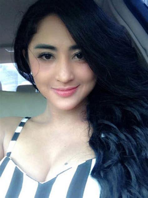gambar film hot indonesia foto syur dewi persik hot foto gambar artis holidays oo