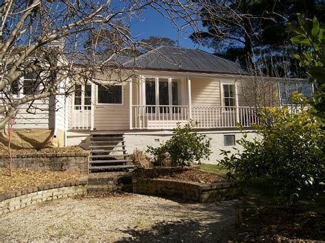 weatherboard cottage large windows house designs