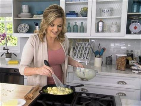 trisha yearwood country kitchen raspberry chicken recipe trisha yearwood recipe abc news