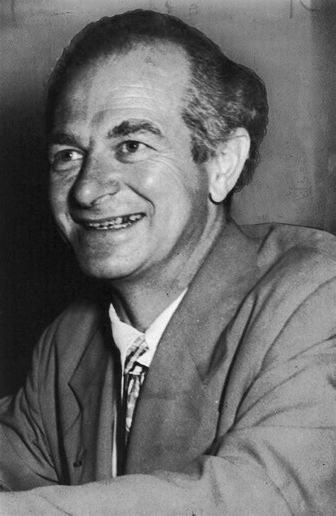 Linus Pauling, foi um dos primeiros químicos quânticos e