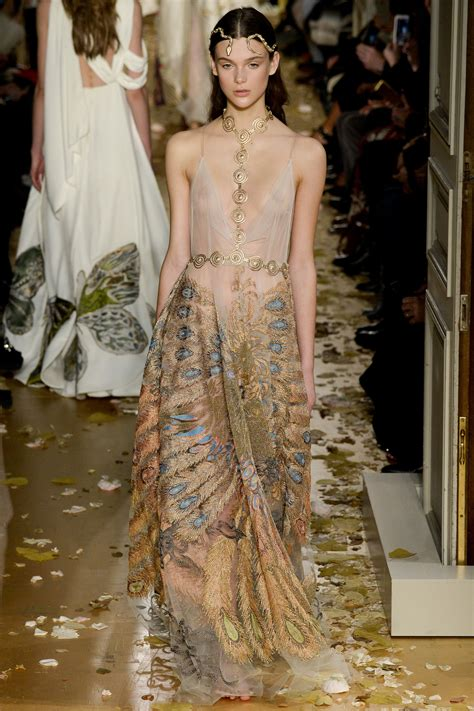 Runway Report Valentino Couture by Runway Report Valentino Ss16 Couture Palermo