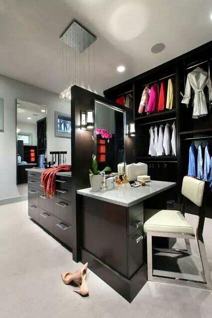 Walk In Closet Vanity by Walk In Closet With Vanity Home Decor