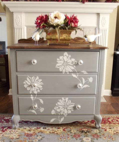 Best Way To Paint A Dresser White by 25 Best Ideas About Chalk Painted Dressers On