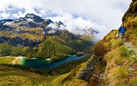 outdoor bilder in der urwelt auf wandertour im fjordland nationalpark