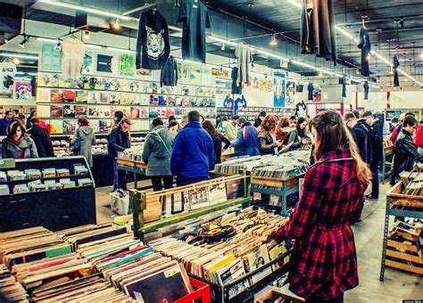 Chicago Records Record Store Day 2013 In Chicago Vinyl Fans Crowd Into City Shops Photos