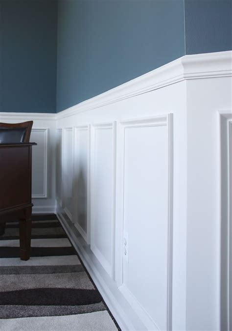 Cape Cod Wainscoting by Best 25 Chair Rail Molding Ideas On