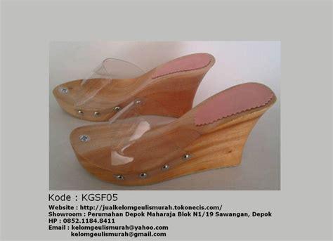 Kelom Geulis Tasikmalaya 2 pusat pengrajin sandal kelom geulis tasikmalaya hub 0852 1184 8411 pak sholeh ibu sani