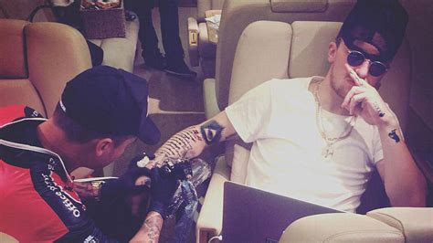 johnny manziel wrist tattoo johnny manziel gets elaborate while on plane nfl