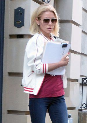 where is kelly ripa moving to in nyc 2014 kelly ripa leaving her apartment in nyc 04 gotceleb