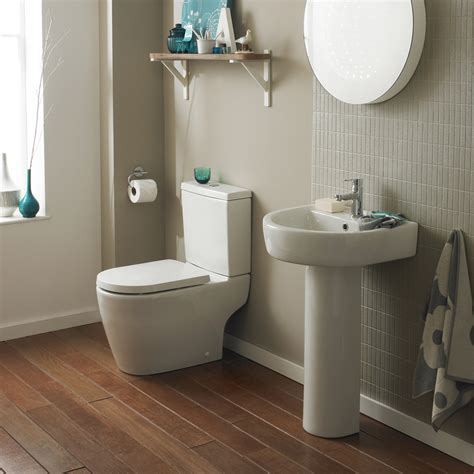 modern toilet bianco close coupled toilet with soft close seat at