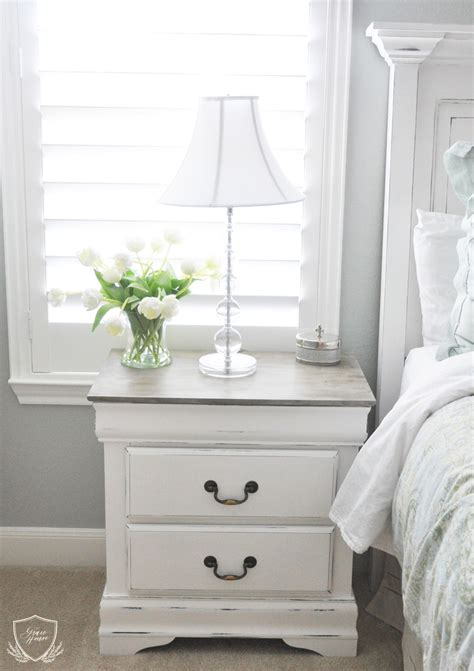 White Chalk Paint Bedroom Furniture by Nightstand Chalk Paint Tutorial Chalk Paint Tutorial
