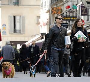 hilary swank paris home hilary swank strolls through paris with boyfriend laurent