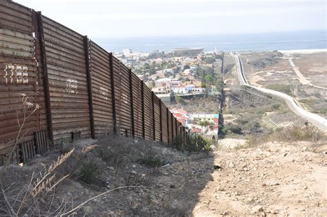 borders fences and walls state of insecurity border regions series books borders and walls do barriers deter unauthorized