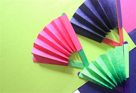 Make Paper Fans - craft how to make a paper fan the craftables