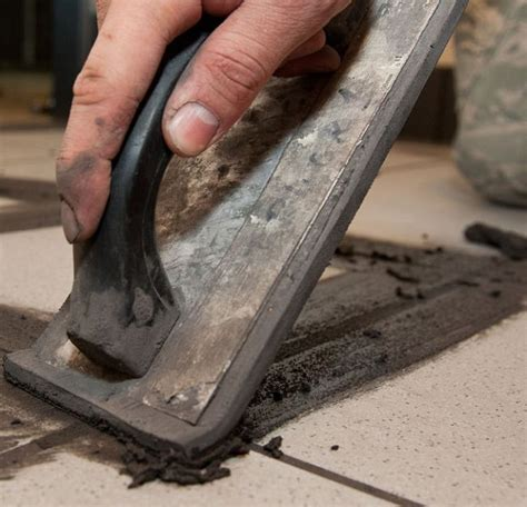 stuccare piastrelle come posare le piastrelle per il pavimento