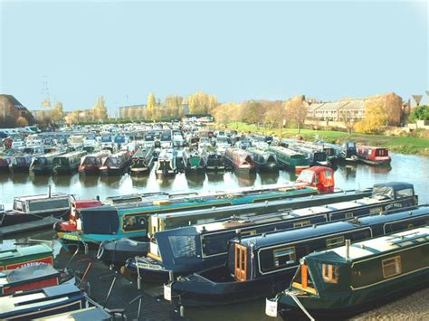 nottingham castle marina living on a narrowboat - Boat Sales Nottingham