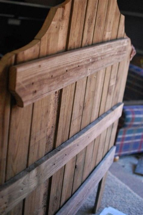 Wood Fence Headboard by 25 Best Ideas About Rustic Wood Headboard On