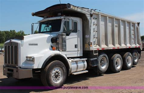 2000 kenworth t800 for construction equipment auction in wichita kansas by