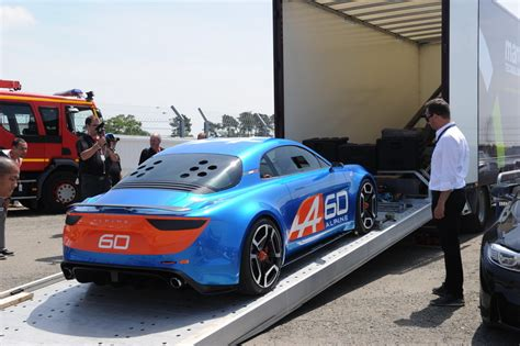 renault alpine celebration alpine celebration photos du concept aux 24 heures du