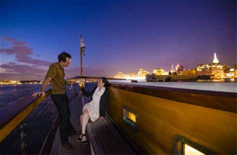 boat ride nyc at night nyc city lights cruise sail nyc harbor at night best