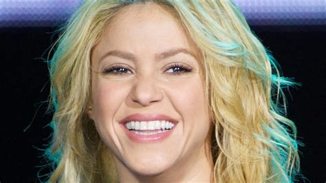 Famous Hispanic People Shakira | 1977 biography com