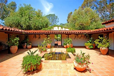 spanish style courtyards spanish courtyard home decor pinterest spanish style