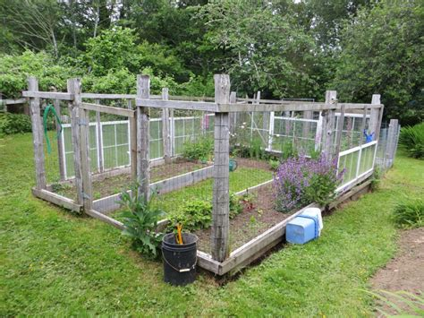 4x8 Raised Bed Vegetable Garden Layout 4x8 Raised Wooden Bed And Simple Gate Ideas Vegetable Garden Design Diy 4x8 Bathroom Remodels