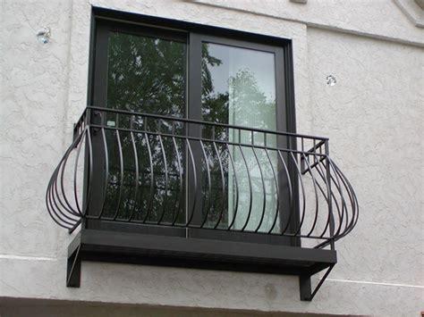 ringhiere terrazzo balconi con ringhiere in ferro battuto dal classico al