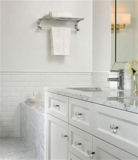 Glass Knobs For Bathroom Cabinets by White Bathroom Cabinets W Knobs House