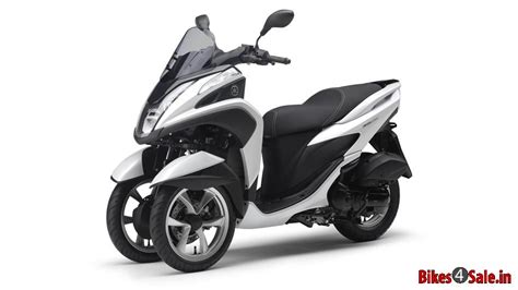 picture showing  competition white colored yamaha