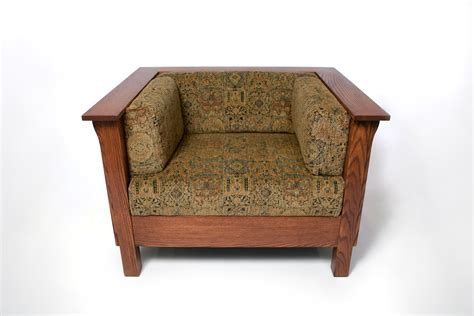 mission style adaptation of the leather club chair mission arts crafts prairie stickley style panel club cube