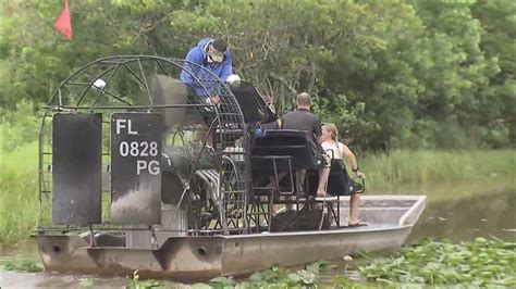 airboat crash 21 injured after everglades tour airboats collide