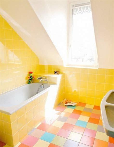 Paint Color Ideas For Small Bathroom by Salle De Bains Jaunes 32 Id 233 Es Pour Une D 233 Coration Lumineuse