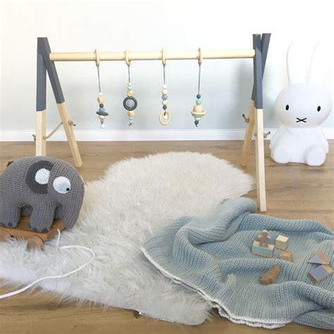 graues und gelbes schlafzimmerdekor die besten 17 ideen zu spielbogen baby auf
