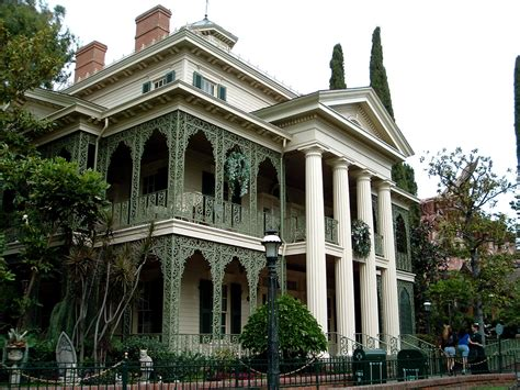 haunted mansions file haunted mansion exterior jpg wikimedia commons