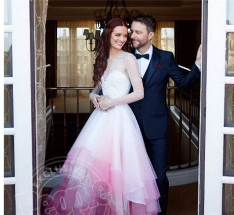 Best Gifts For Wife 2016 by Pictures Chris Hardwick And Lydia Hearst Are Officially