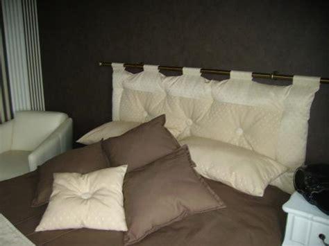 tete de lit avec coussins couvre lit coussins coordonn 233 s 224 la t 234 te de lit
