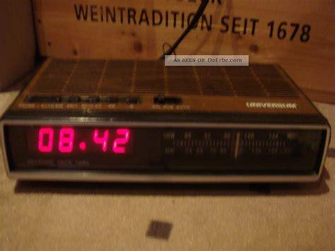 len 70er stil radiowecker universum 70er radio holzdekor mit digitalzahlen