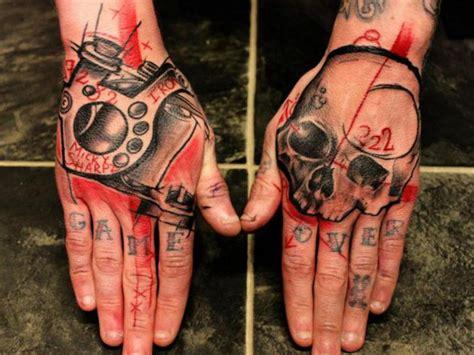 татуировки на кисти руки мужские и женские тату фото