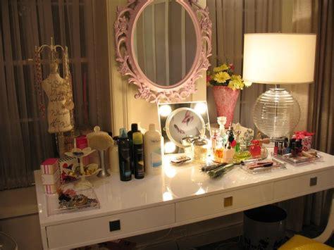 hanna marin bedroom we love the mirror in hanna s bedroom make a cute diy