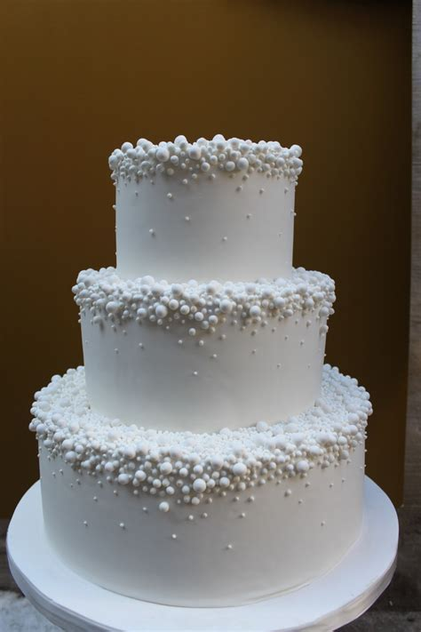 Thinking of a one tier cake with the pearls would be cute