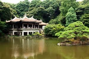 Formal English Garden - shinjuku gyoen in tokyo japan guide