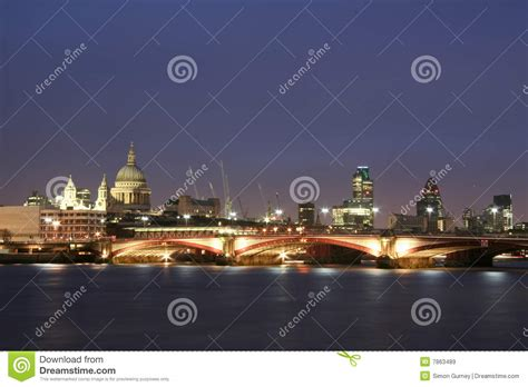 thames river towns thames river city of london skyline at night uk royalty