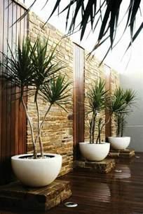 Incroyable Deco Chambre Zen Adulte #4: 1-jolie-decoration-zen-idee-deco-salon-ambiance-zen-chambre-adulte-zen-parquet-en-bois-foncé.jpg