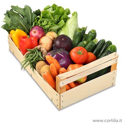 cassetta di frutta cortilia il primo mercato agricolo mette in