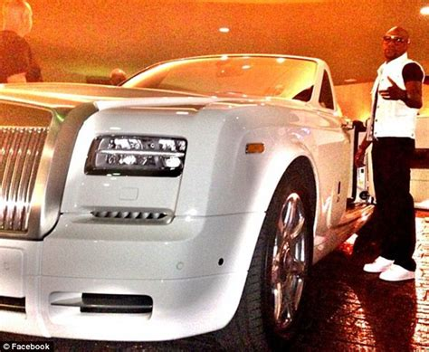 mayweather bentley floyd mayweather s bentley and two rolls royces go up in
