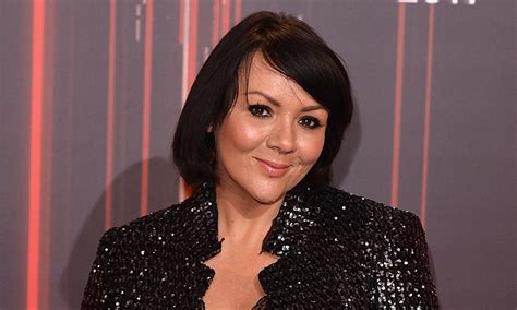 sharons new hair colour eastenders martine mccutcheon shows off dramatic new hair